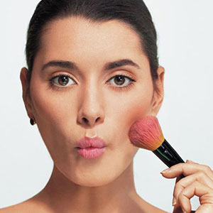 How to Get a Natural Yet Flawless Bridal Makeup Look