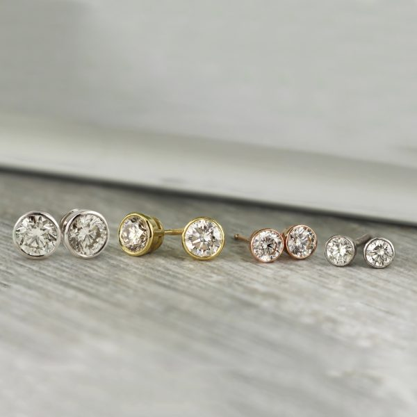 Diamond Stud Size Guide: Which Diamond Size Is Right For You?