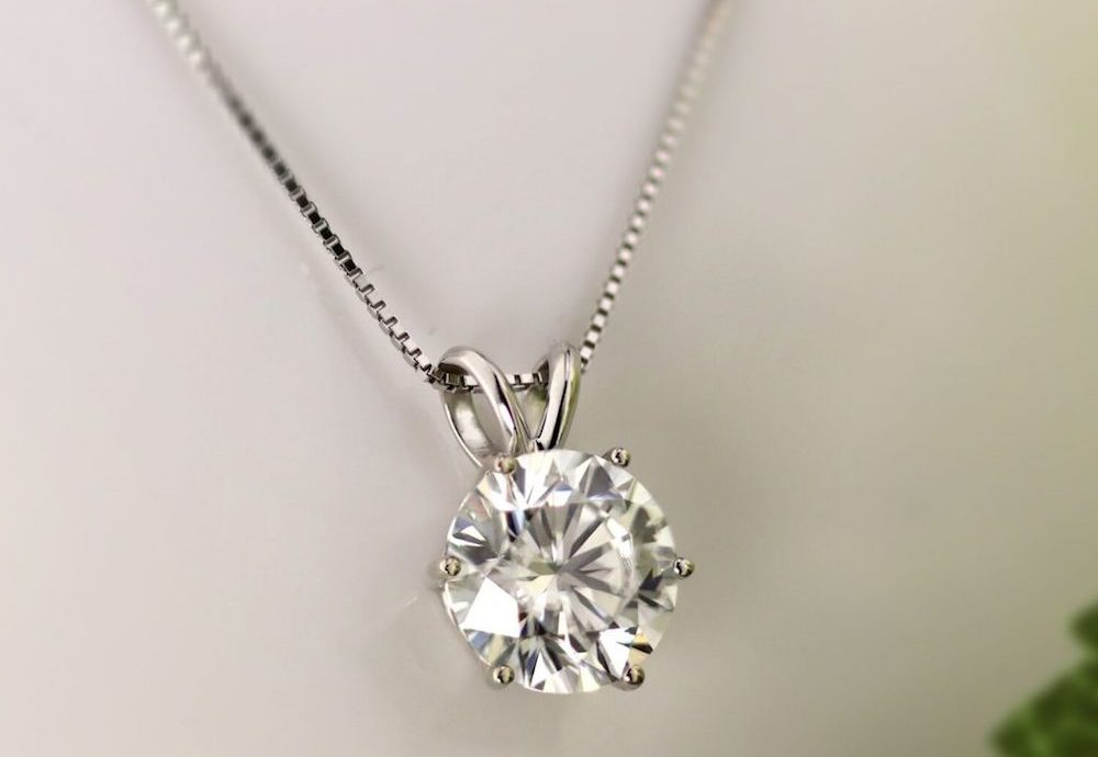 Simple Solitaire Settings – The Timeless Gift Idea