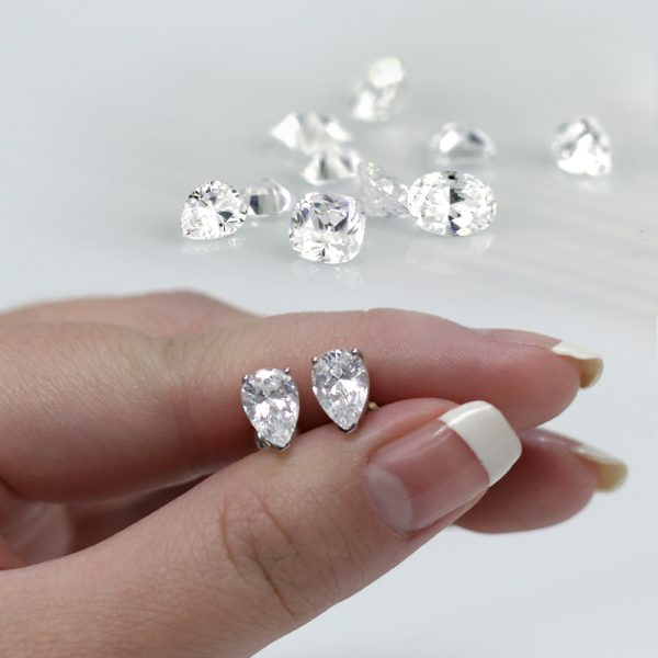 Lab-Grown Diamond Studs vs. Natural Diamond Studs – What's the difference?