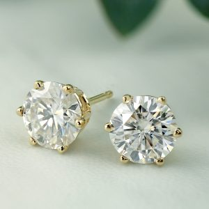 A Step-By-Step Guide to Choosing Your Perfect Diamond Stud Earrings